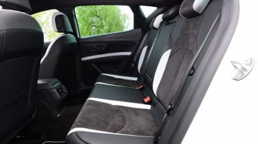 SEAT Leon Cupra 290 - rear seats