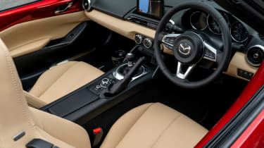 Mazda MX-5 1.5 - interior