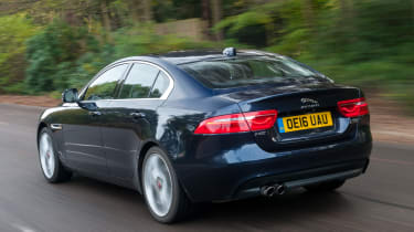 Jaguar XE - rear tracking