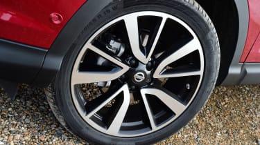MG GS vs rivals - Nissan Qashqai alloy wheel