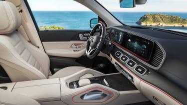 Mercedes GLS - green front seats