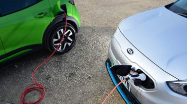 Vauxhall Mokka-e vs Kia e-Niro - detail