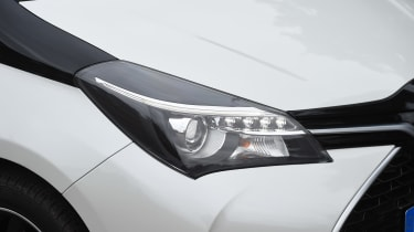 Toyota Yaris Design Bi-Tone 2016 - headlight