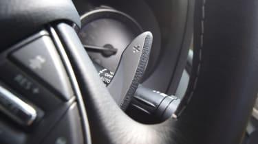Infiniti Q50 S 2017 - gear paddle