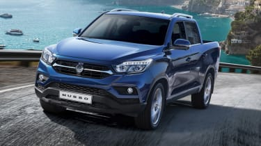 SsangYong Musso - front action