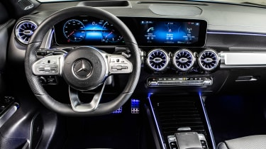 Mercedes GLB - studio dash