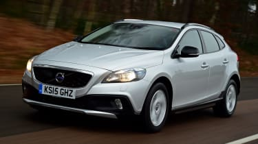 Volvo V40 Cross Country road test - front tracking
