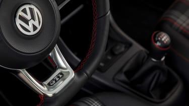 Volkswagen up! GTI - steering wheel