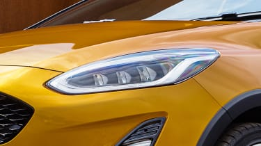 Ford Fiesta Active - front lights