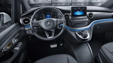 Mercedes V-Class facelift - studio dash