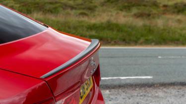 Jaguar XE 300 Sport - spoiler