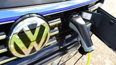 Volkswagen Passat GTE - charging