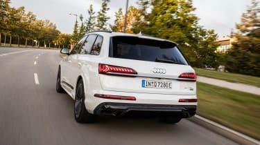 Audi Q7 60 TFSI e - rear tracking