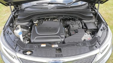 Used Kia Sorento - engine