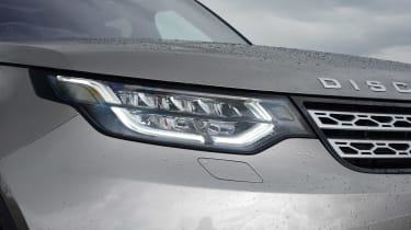 Land Rover Discovery - front light details