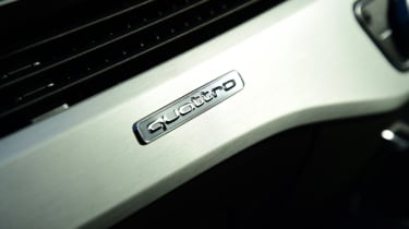 Twin test - Audi A5 - quattro badge interior