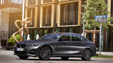 BMW 330e - front static