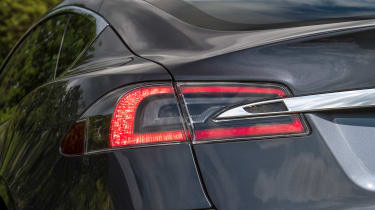 Tesla Model S Long Range - rear light