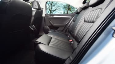 Skoda Superb 1.5 TSI - rear seats