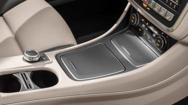 Mercedes GLA 2017 - interior cream centre console