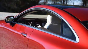 Mercedes E-Class Coupe - E 220d pillarless window