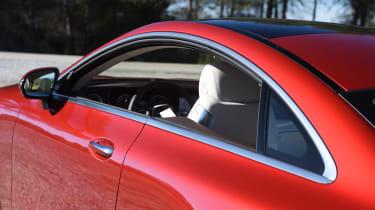Mercedes E-Class Coupe - E 220d pillarless window