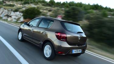 Dacia Sandero 2017 facelift  rear tracking