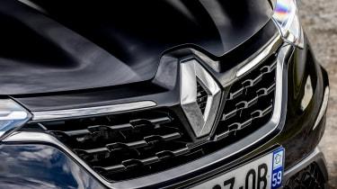 Renault Arkana - front badge