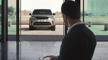 Land Rover Discovery 2017 - first edition front 2