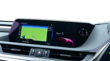 Lexus ES - screen