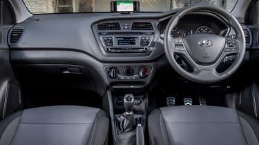 Hyundai i20 Active 2016 - interior