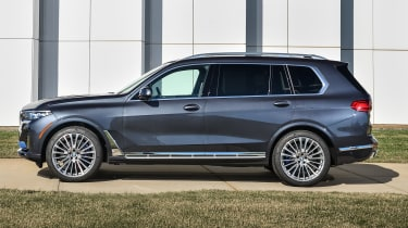 BMW X7 - side static