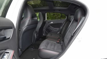 Mercedes GLA facelift - rear seats