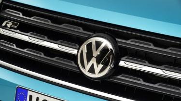 Volkswagen T-Cross - studio VW badge