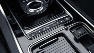 Jaguar XE 300 Sport - centre console