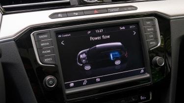 Volkswagen Passat GTE Estate - screen