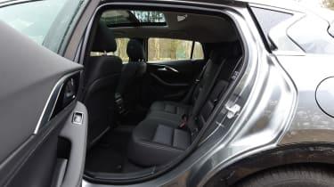 Infiniti Q30 1.6t 2016 - rear seats