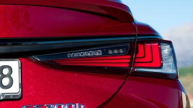 Lexus es 300h rear lights