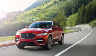 Jaguar F-Pace red - front tracking