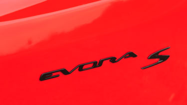 Weighing in at only 1,382 KGs the Evora gets to 60mph in 4.9 seconds.