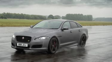 Jaguar XJR575 - tracking