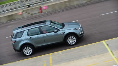 Discovery Sport side tracking