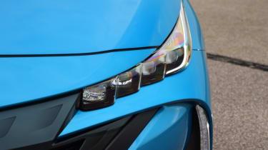 Toyota Prius - front light