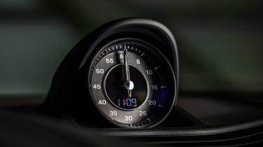 Porsche Taycan RWD - clock