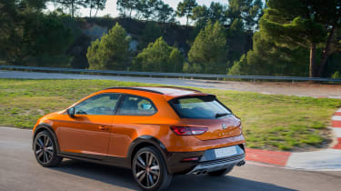 SEAT Leon Cross Sport - rear tracking