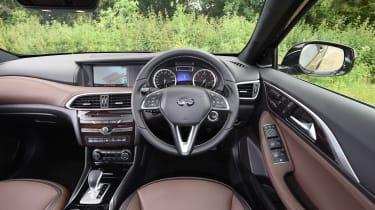 Infiniti QX30 2016 - interior