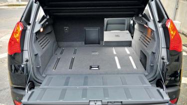 Peugeot 3008 HYbrid4 boot