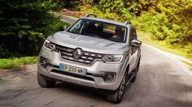 Renault Alaskan - front panning