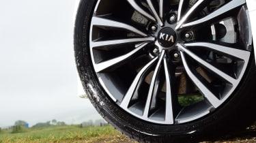 Kia Stinger - wheel