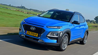 Hyundai Kona Hybrid - front tracking